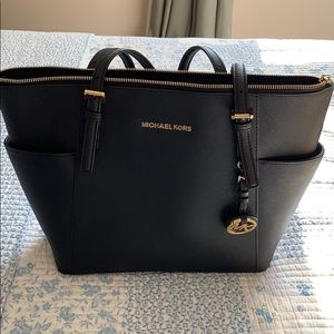 Michael Kors Jet Set tote in Medium color black